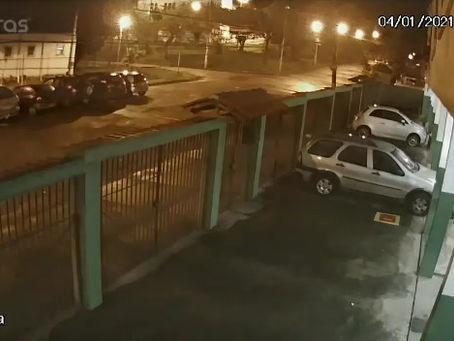 VÍDEO | Carro de morador e furtado na Praça Mario Saraiva em Sulacap