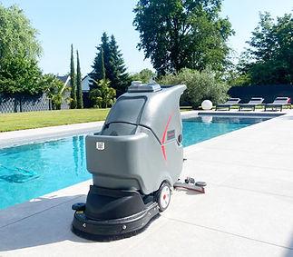 Nettoyage dalles terrasse Nettoyage des abords extérieurs de piscine Pour laver le dallage