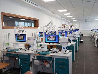 Etablis de simulation dentaire à l'université internationale de Rabat