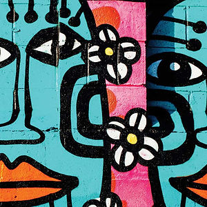 Люди и цветочные граффити