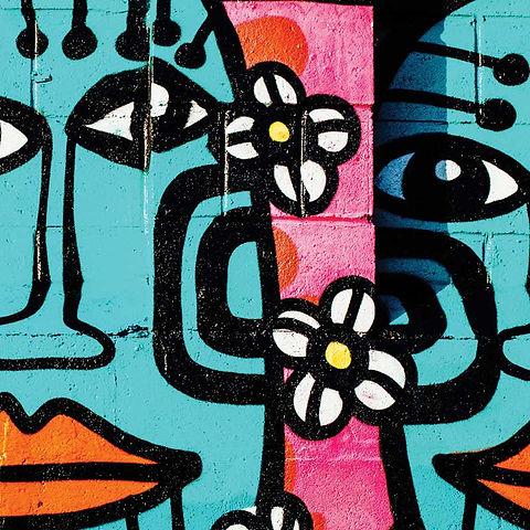 Menschen und Blumengraffiti