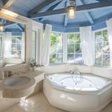 jaccuzi bath - bedroom 2