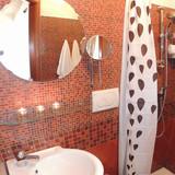 bathroom - pool level