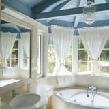 jacuzzi bath - bedroom 2