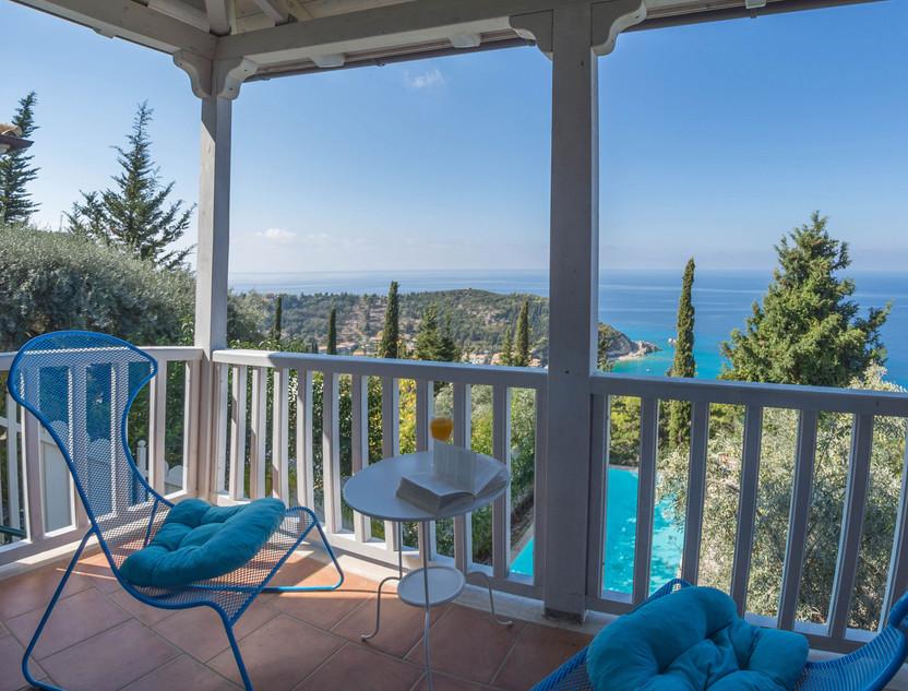 the balcony of villa Isola Bella
