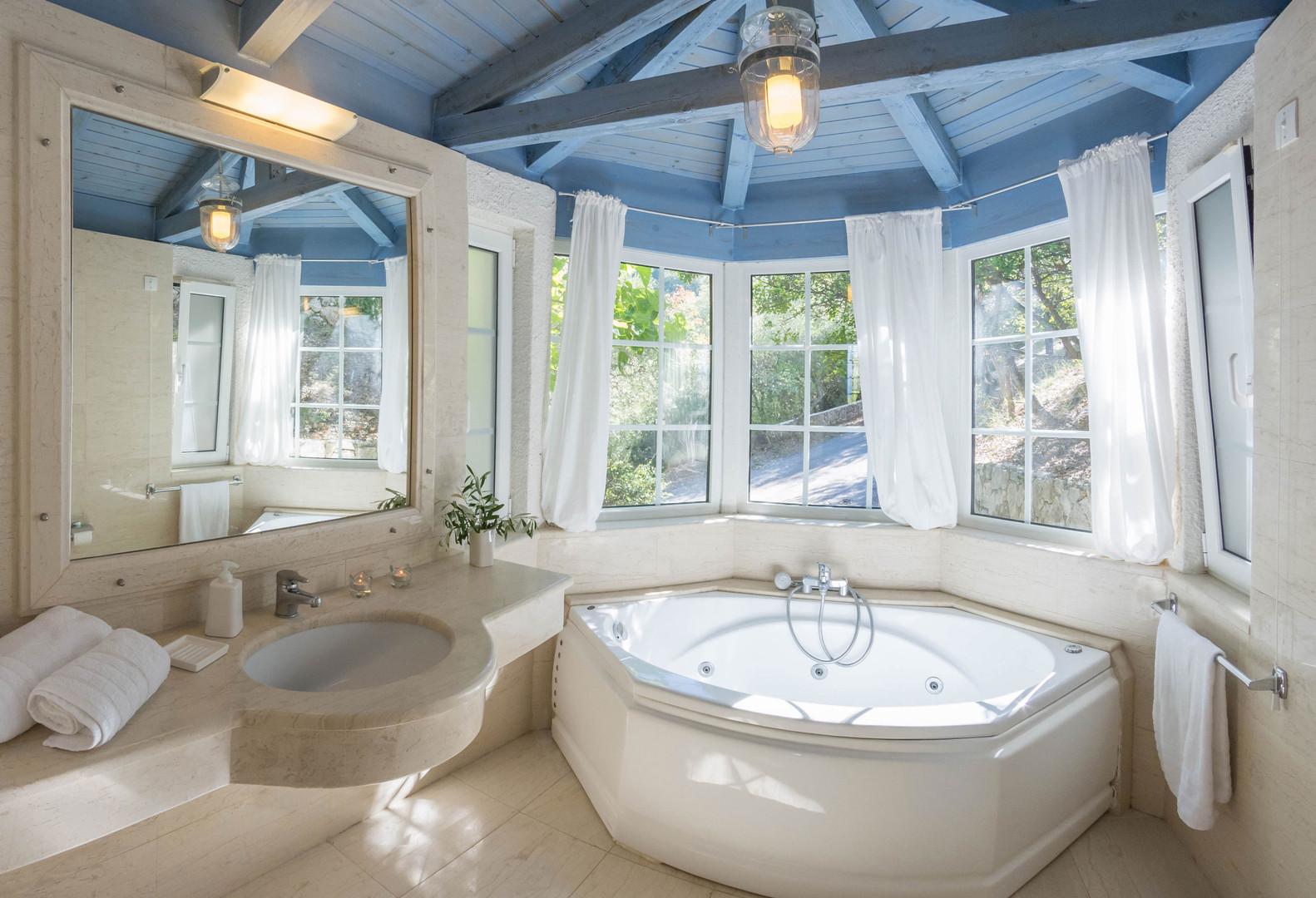 jacuzzi bath - villa Thalia
