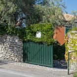 The main gate leading to villas Pergola & Anthea Rossa