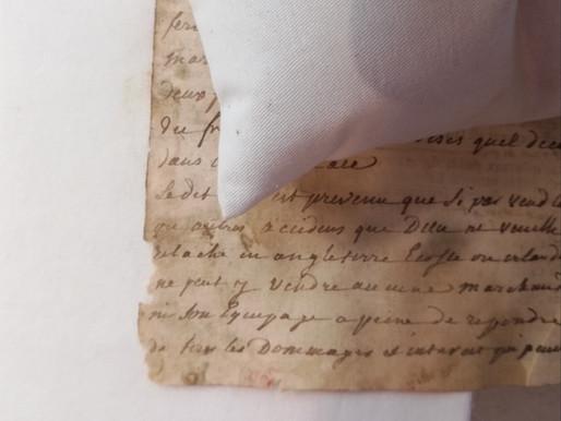 Etapes d'une restauration d'un feuillet manuscrit du XVIIe