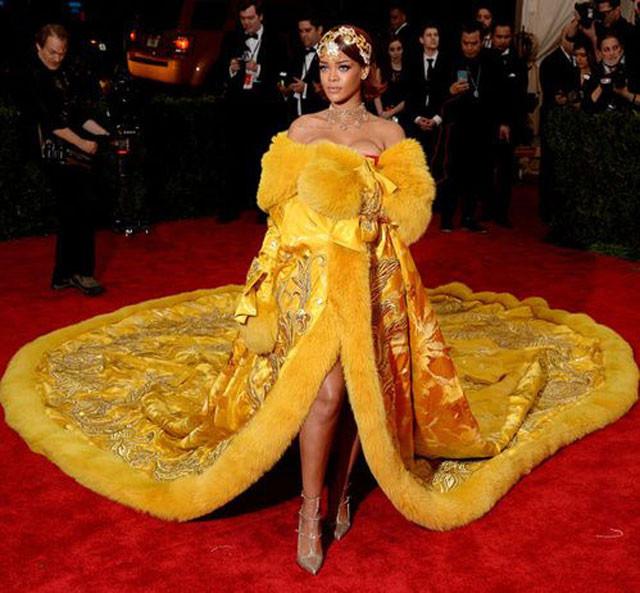 ריהאנה בשמלה של מעצב סיני גואו פיי
