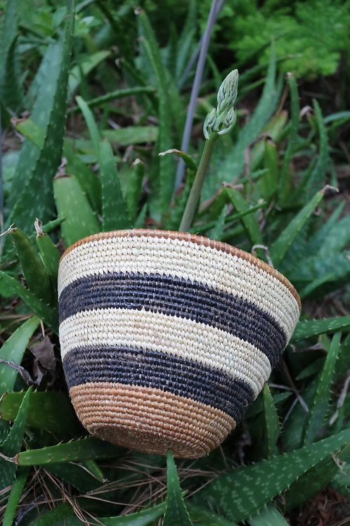 XL natural bowl with black stripes
