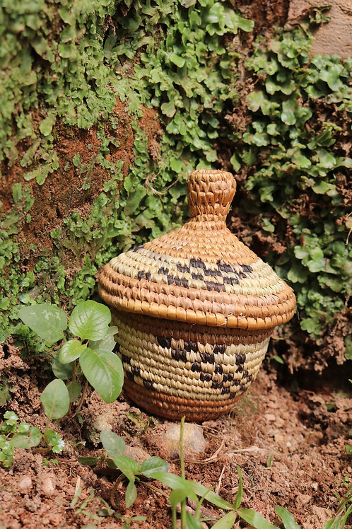 Lidded basket with three stripe pattern