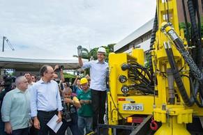 Governador do Ceará entrega novas perfuratrizes para reforçar programa de poços profundos no interio