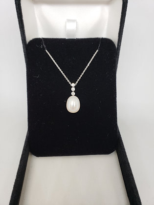 Drop Pearl Set in 18Kt White Gold Pendant With Diamond