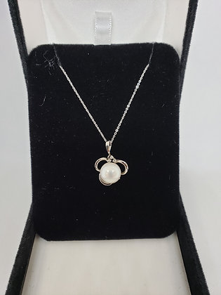 Round Pearl Set in 14Kt White Gold Pendant With Diamond