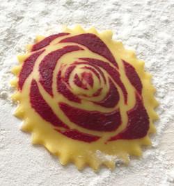 Rose auf Ravioli.jpg
