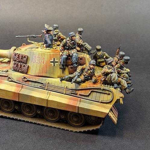 """EGFJ419: Fallschirmjaeger """"Tank Riders"""" (8 figures)"""