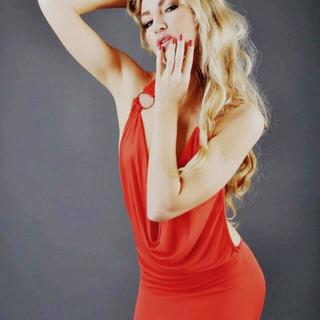Nombre : Natalia Estatura : 1.75 m Nacionalidad : Ucraniana Medidas : 89 60 97 Talla : 5 Calzado : 6 Edad . 24 años