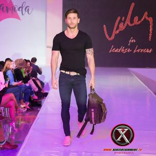 Nombre : JESUS Estatura : 1.83m Nacionalidad : Venezolano Pantalon : 30 Camisa : M Calzado : 8 Edad : 24años