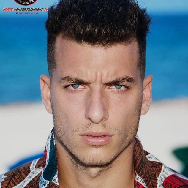 Nombre : MAXI Estatura : 1.90m Nacionalidad : Argentino Pantalon : 32 Camisa : L Calzado : 9 Edad : 25 años