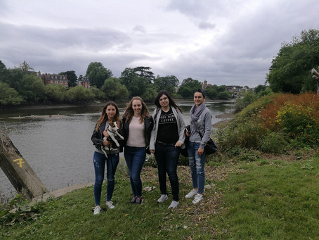 Richmond River walk and lunch in the pub!