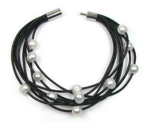 Lederen armband met roomwitte parels & oorbellen