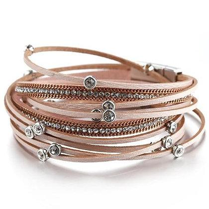 Boho armband van poeder rose leder & kristallen