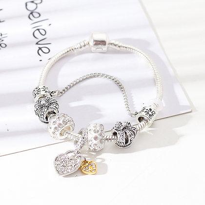 Trendy armband met witte beads - Little Heart