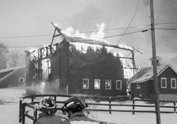 Fox View Farm fire hundred acres RDDec 30 2000
