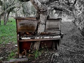 PIANO LOGO BW PATH 2R.jpg