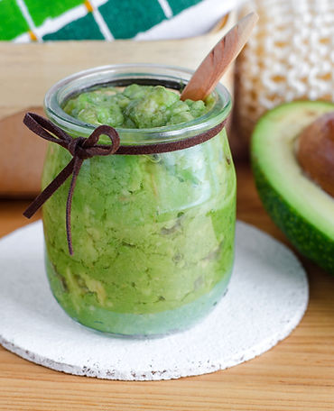 Homemade%20avocado%20mask%20in%20the%20g