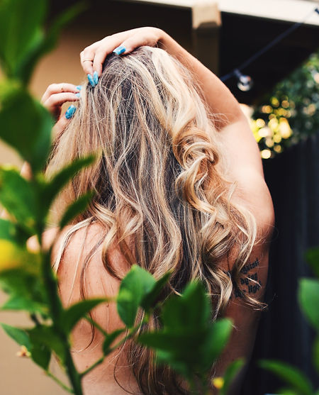 girl%20with%20blonde%20hair%20looking%20