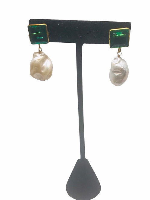 Emerald Quartz & Stone Pearl Earring