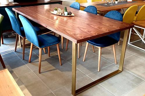 Simply elegance Walnut Table