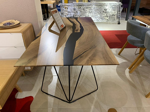 Black Beauty Table mit Expoditharz