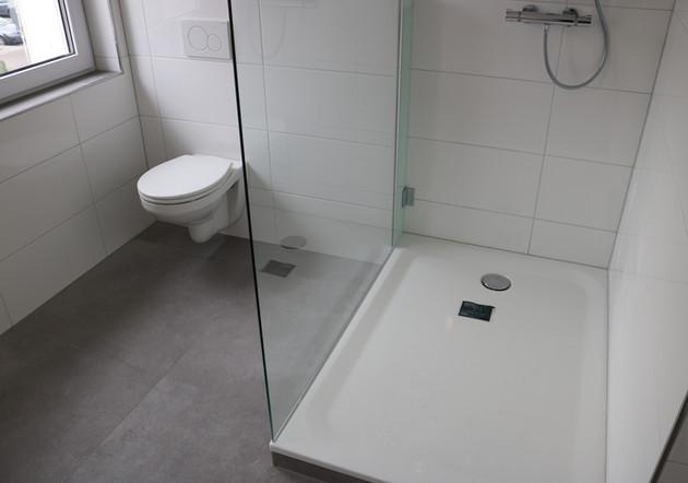 Modernisierte Dusche und WC-Anlage