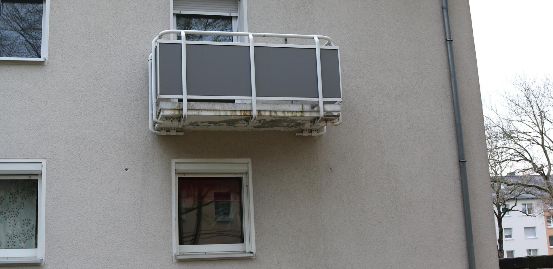 Die Wohnung befindet sich im Dachgeschoss der Liegenschaft