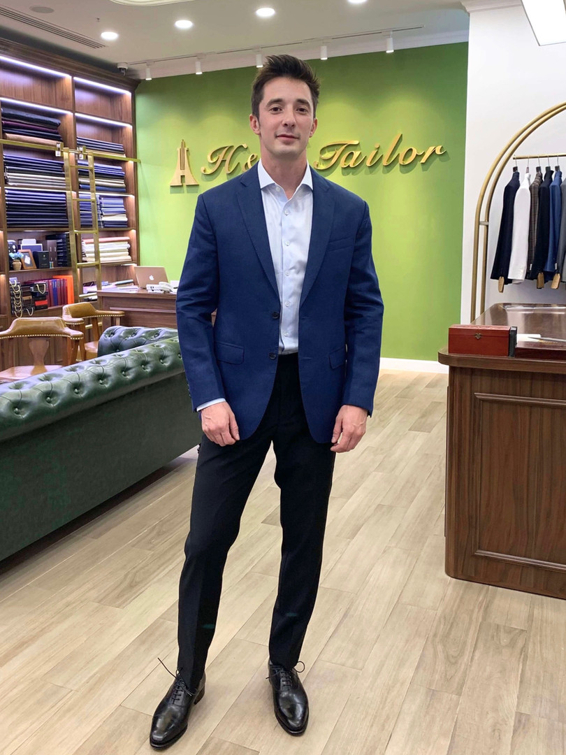 H&D Tailor's Customer in Linen Blazer