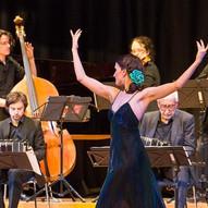 Veranstaltung Tango Sí in der Tonhalle Düsseldorf 24.3.2018 Stefanie Pla Pérez mit Orchester Juan Mosalini Foto: Hartmut Schug, Düsseldorf