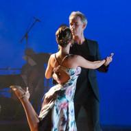 Blue Tango 2011 im tanzhaus nrw Düsseldorf Tanz: Stefanie Pla Pérez und Jost Budde Foto: Hartmut Schug