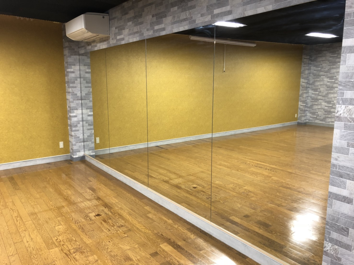 鏡(4.6m×1.8m)