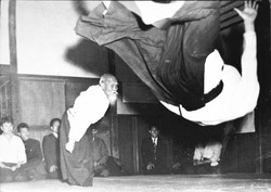 morihei-ueshiba-throwing-tada-575