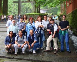 13 Personas acompañando a Sensei Homma