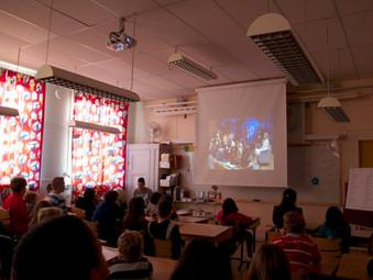 Amer håller föreläsning om barnens rättigheter