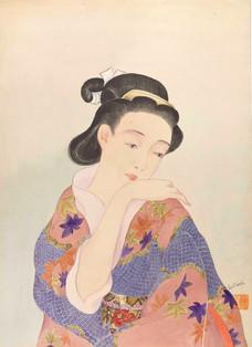 Junge Frau in Kimono mit Hand auf ihrer Schulter