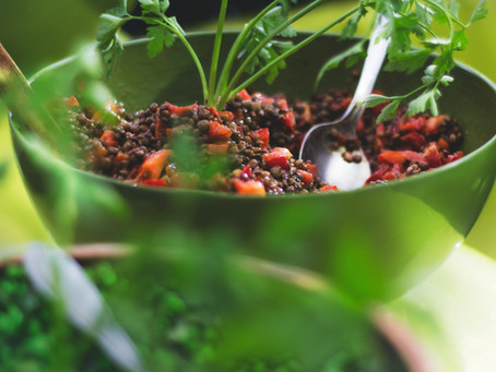 סלט עדשים שחורות