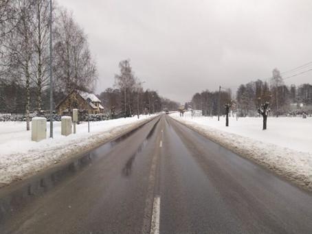 Daudzos reģionālo autoceļu posmos ir virsmas apstrādes defekti un ieviesti ātruma ierobežojumi; pava