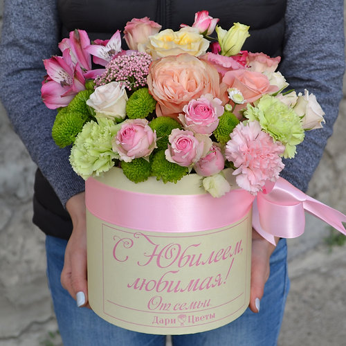 Доставка цветов в коробке красноярск оформление букетов на свадьбу фото цена