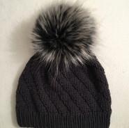 Mütze schwarz mit Bommel