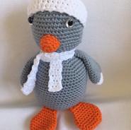 Pinguin mit Mütze und Schal