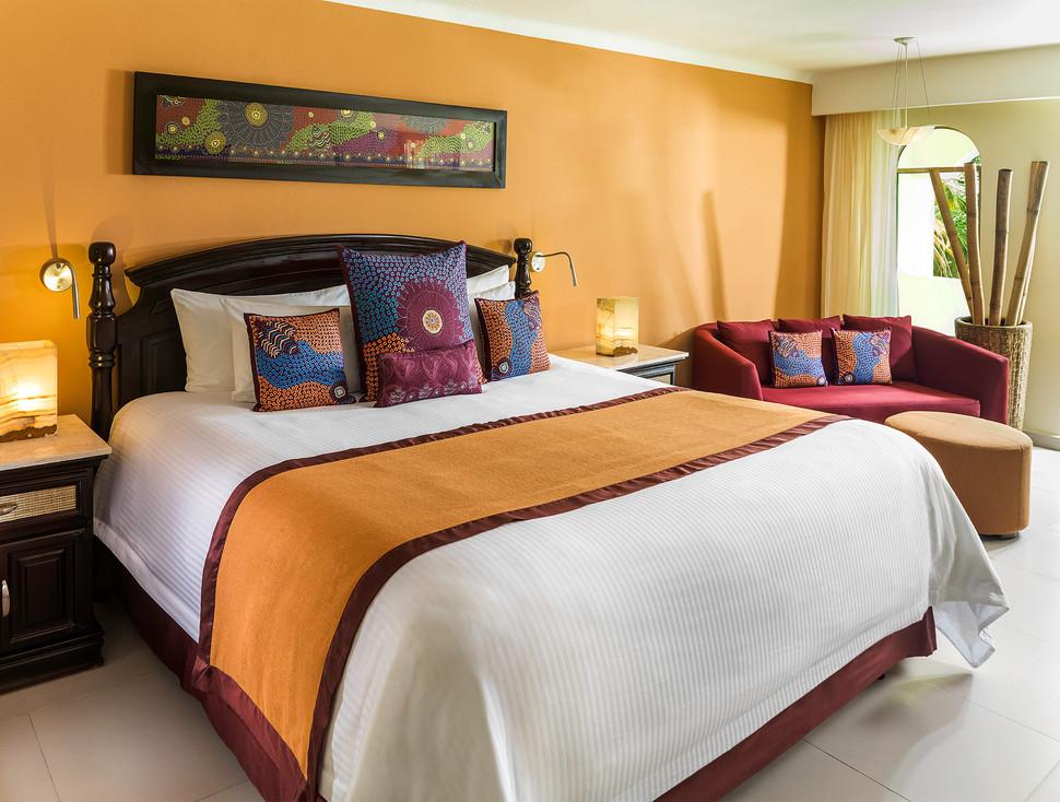 2 Getaway Travel El Dorado Royale 05.jpg